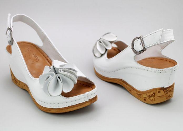 Дамски сандали в бяло M-145 B