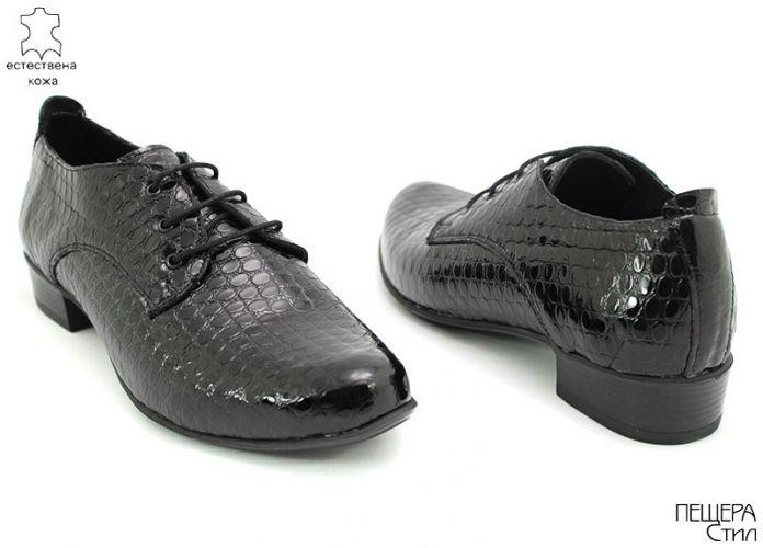Дамски обувки от естествен лак на фигурки в черно D-105 CH