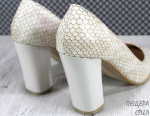 Дамски обувки на ток в бежово 301 BJL