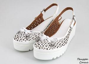 Дамски летни обувки с панделка в бяло 142 B