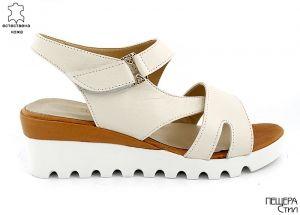 Дамски сандали в светло бежово M-440 BJ