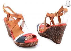 Дамски сандали на кафява платформа B 7805 T