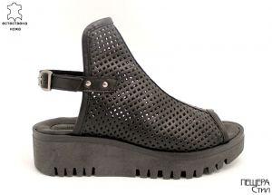 Дамски сандали от перфорирана кожа в черно ME 153 CH