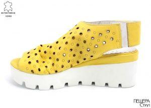 Дамски сандали с перфорация в жълто 116 JT