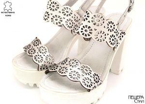 Дамски сандали на ток в бяло и сребристо D-123 BS