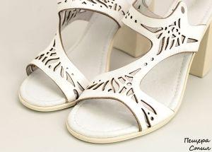 Дамски сандали на ток в бяло D-115 B