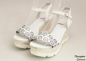 Дамски сандали с изрязана предна част в бяло D-118 BZ