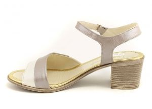 1d8f1158f71 ... Дамски сандали на нисък ток в бежов и светло кафяв седеф 612 BJ