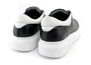 Women's Laced Sneakers in black leather - Model Star