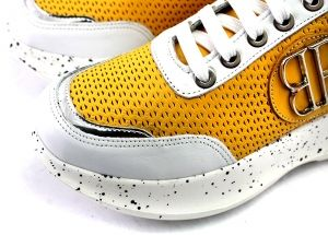 Mustard women's sneakers in perf leather. The lining and insole are made of genuine leather. White sole a height of 5 cm. Model Vicki