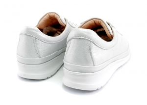 Women's daily wear spring casual shoes in white leather with white sole. Model Alice