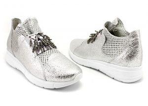 6a13322bf57 Дамски спортни обувки от естествена кожа в сребристо 116 SR ...